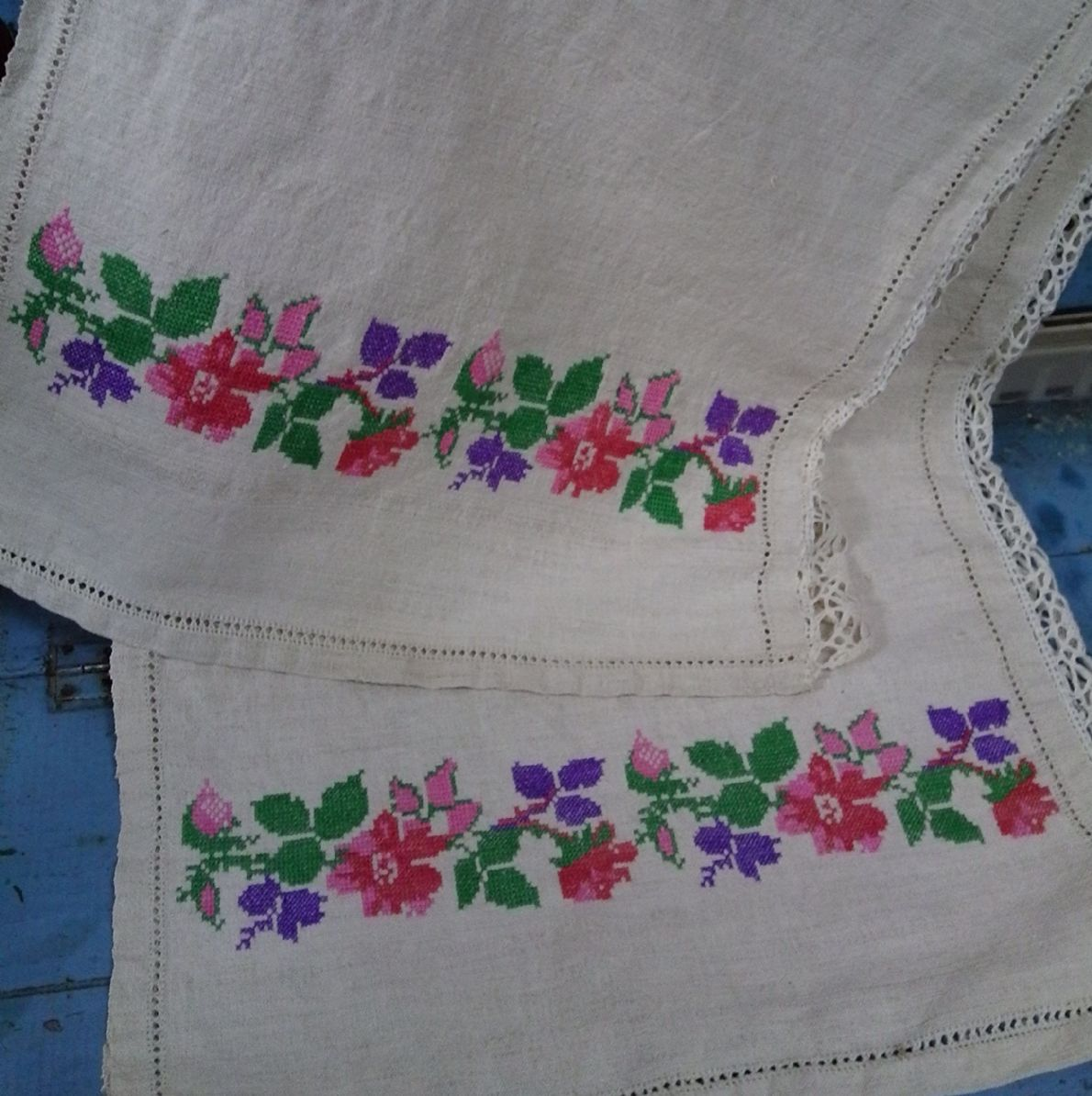Pretty Embroidered Table Cloth Parna